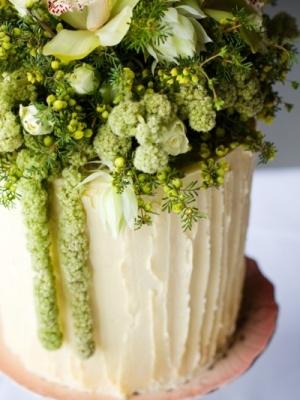 svadebnie-torti-v-zelenom-cvete-01