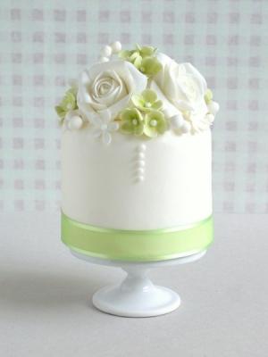 svadebnie-torti-v-zelenom-cvete-06