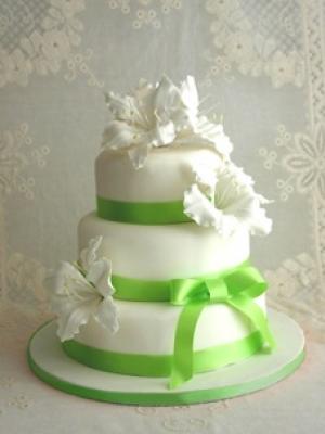 svadebnie-torti-v-zelenom-cvete-24